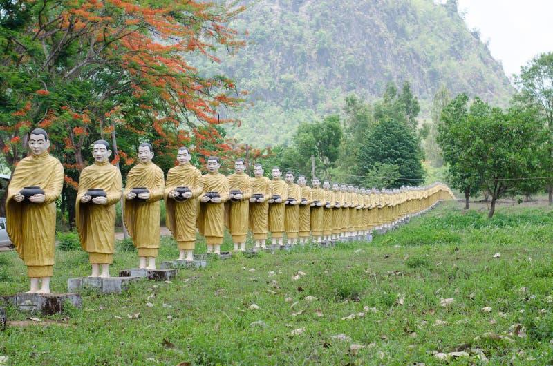 Buddha-Statue am wat Tai Ta Ya Monastery lizenzfreies stockfoto