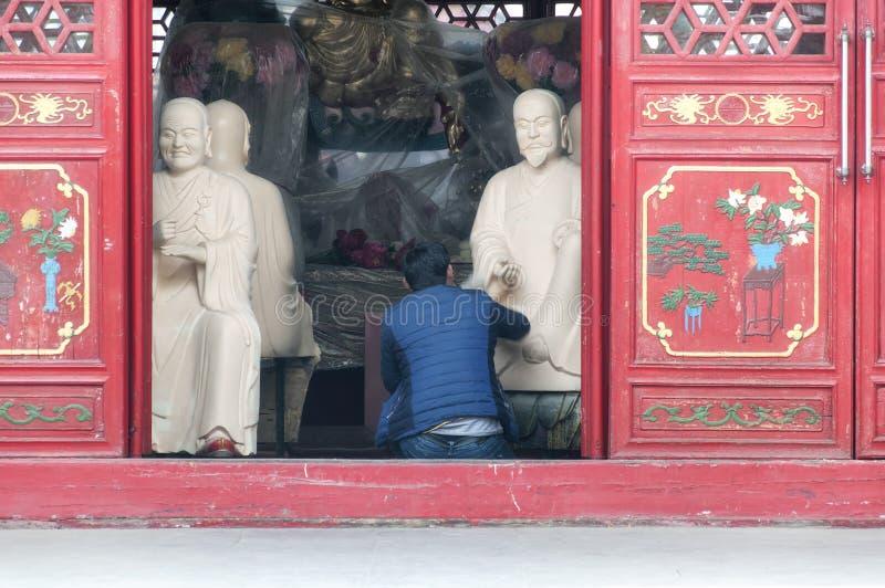 Buddha Statuen Instandhaltung Hafen Porzellan stockbilder