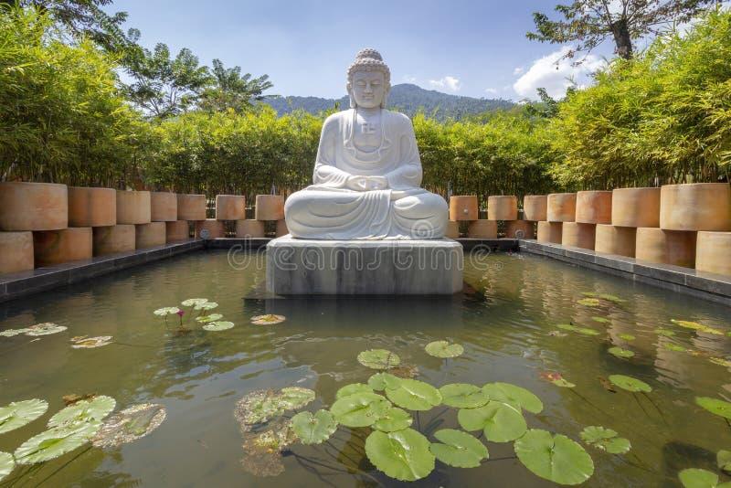 Buddha-Statuenarchitekturdetail in Ba-Na-Hügeln, Vietnam stockbilder