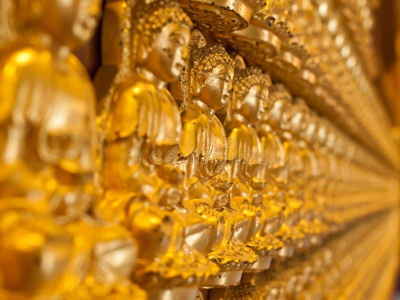 Buddha-Statuereihen lizenzfreie stockfotografie