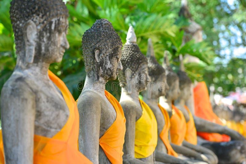 Buddha-Status bei Wat Yai Chaimongkol stockbilder