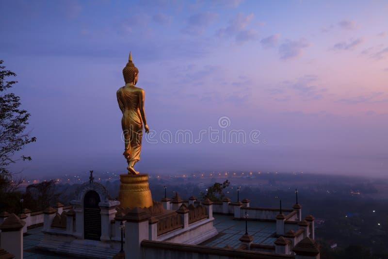 Download Buddha Statuy Pozycja W Nocy Przy Watem Phra Ten Khao Noi W Nan Zdjęcie Stock - Obraz złożonej z budowa, asia: 53782896
