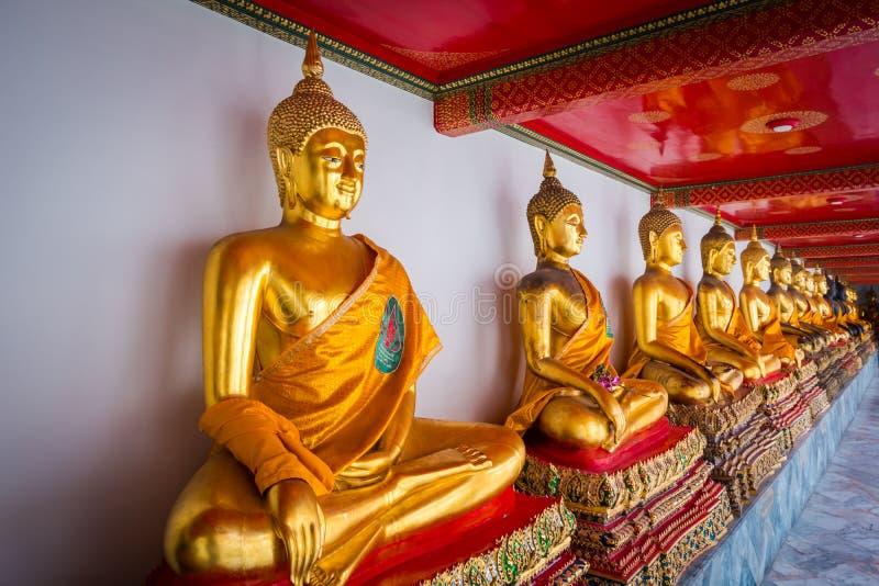 Buddha statuy przy Watem Phra Chetuphon Wat Pho lub Wat Phra Chetuphon Vimolmangklararm Rajwaramahaviharn fotografia royalty free