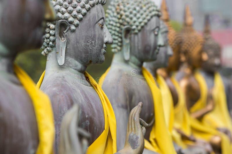 Buddha statuy w Seema Malaka świątyni, Kolombo, Sri Lanka zdjęcie stock