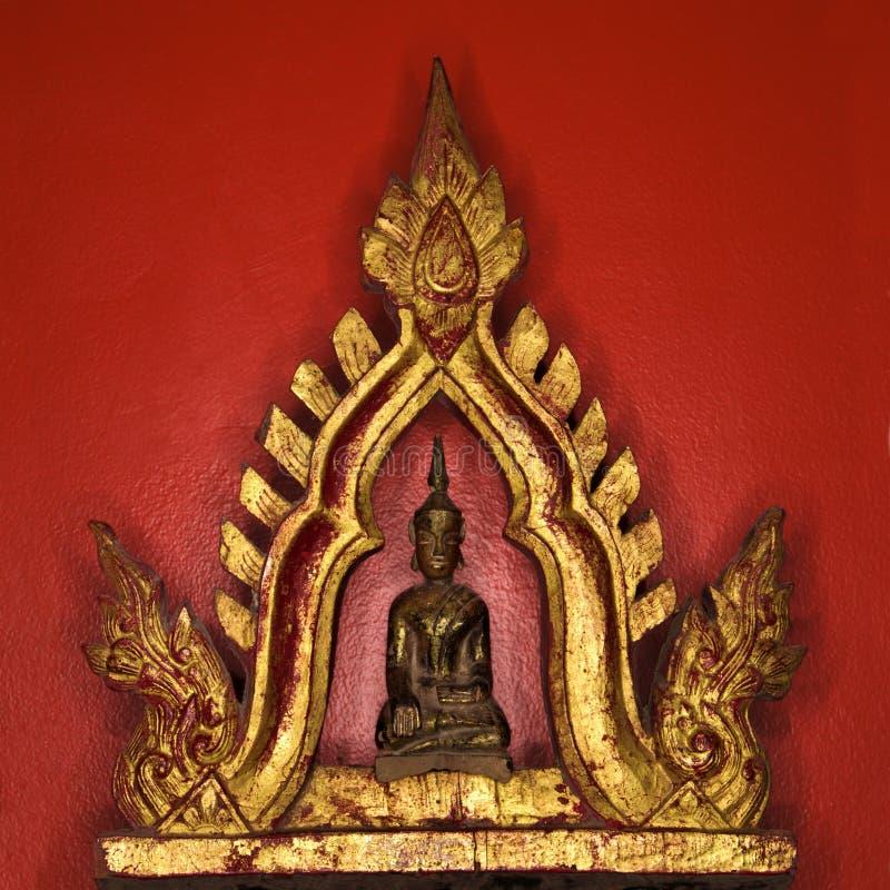 Download Buddha staty arkivfoto. Bild av fyrkant, guld, rött, buddistiska - 3532806