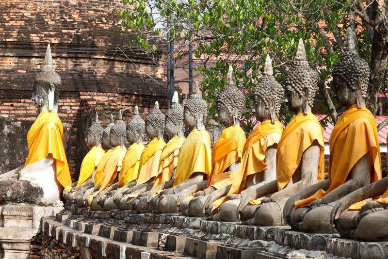 Download Buddha statyer på tempelet arkivfoto. Bild av gammalt - 27288578