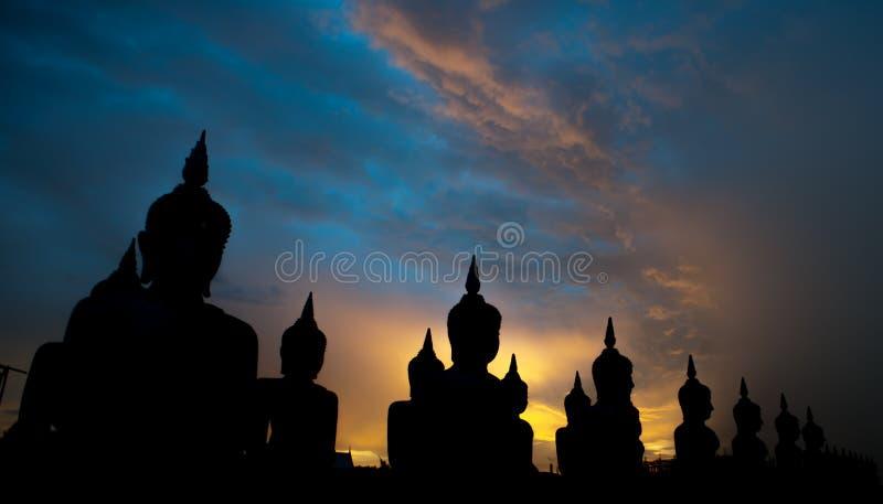 Buddha statyvit royaltyfri fotografi
