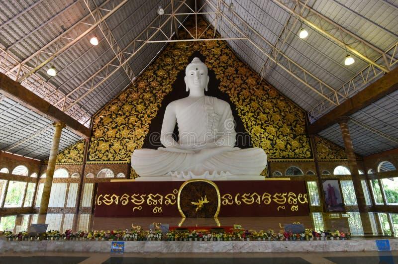 buddha statywhite royaltyfria bilder
