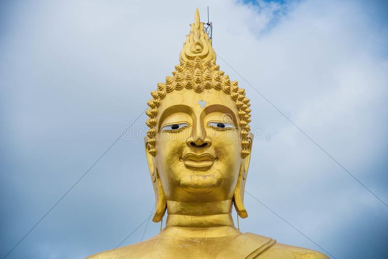 Buddha in Tailandia, viaggio asiatico, cielo blu, grande Buddha immagini stock libere da diritti