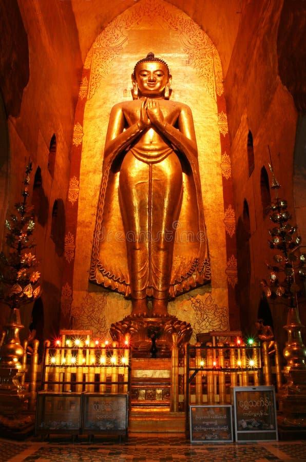Buddha in tempiale antico immagine stock