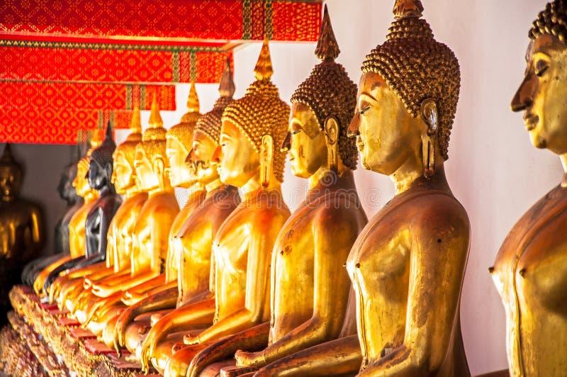 Buddha in una fila fotografia stock