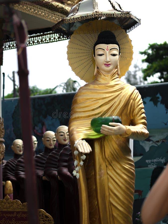 Buddha und Schüler stockbilder