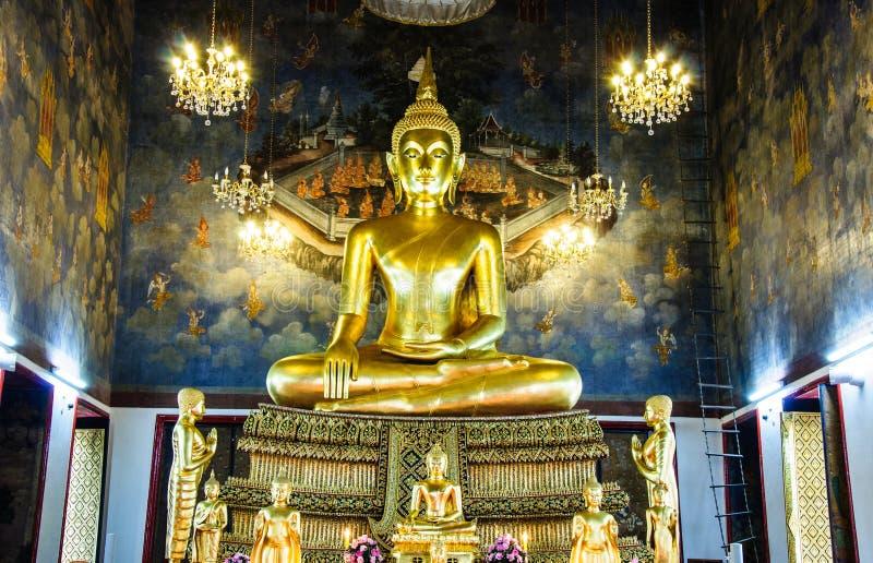 Buddha unter dem Paradieskeuchen lizenzfreies stockbild