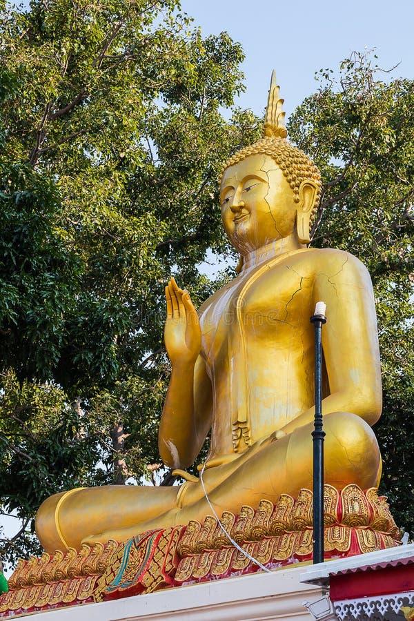 Buddha välsignar statyn fotografering för bildbyråer