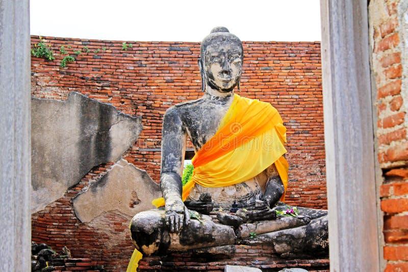 Buddha wizerunek Przy Wata Worachetha baranem, Ayutthaya, Tajlandia zdjęcia royalty free