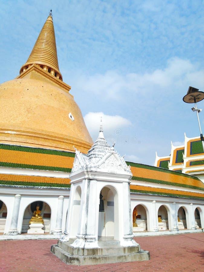 Buddha wizerunek, Tajlandzka świątynia, święte rzeczy, religia, atrakcje turystyczne, punkt zwrotny, odpoczywający, błogosławiący obrazy stock