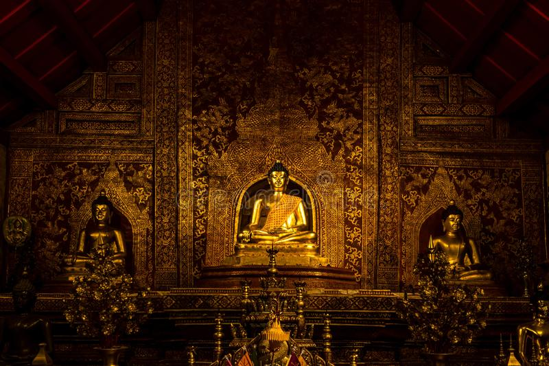 Buddha wizerunek w Wacie Phra Singh obraz royalty free