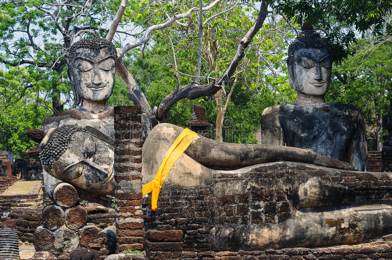 Buddha wizerunki w Kamphaeng Phet Dziejowym parku, Tajlandia zdjęcia stock