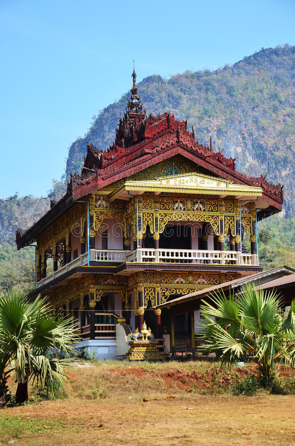 Buddha wizerunku statua przy Tai Ta Ya monasterem zdjęcia royalty free
