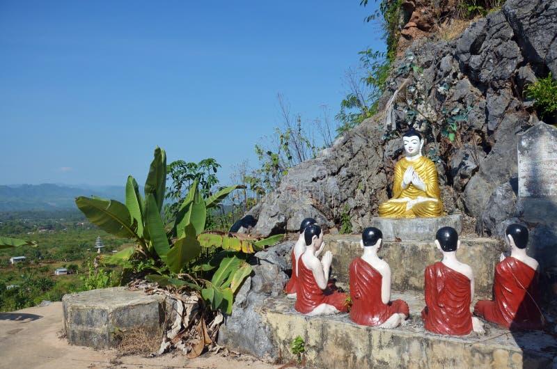 Buddha wizerunku statuy Birma styl przy Tai Ta Ya monasterem zdjęcia royalty free