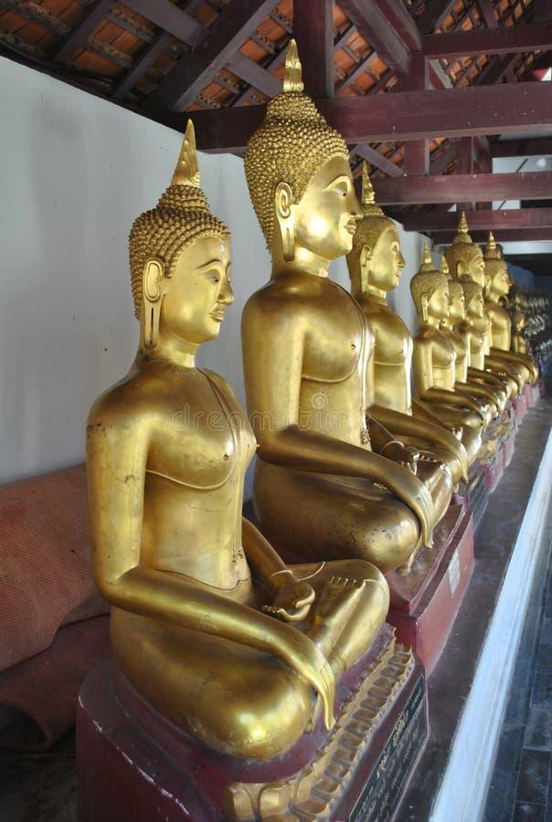 Buddha Złocista statua w Świątynnym Wacie Phra Si Rattana Mahathat obraz stock