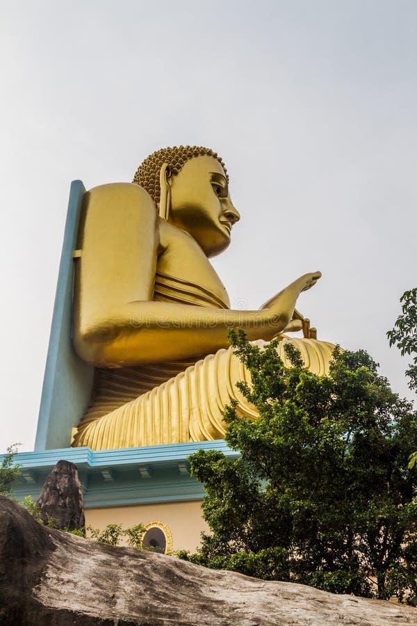 Buddhaa-Statue an der Spitze des goldenen Tempels in Dambulla, Sri Lan stockbild