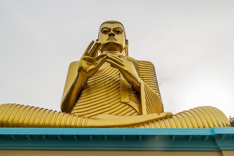 Buddhaa-Statue an der Spitze des goldenen Tempels in Dambulla, Sri Lan lizenzfreies stockbild