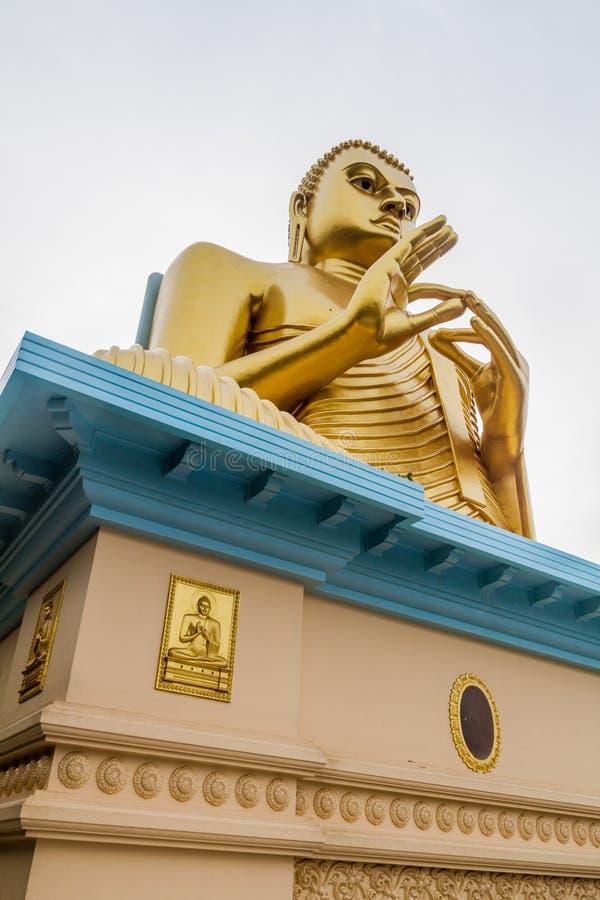 Buddhaa-Statue an der Spitze des goldenen Tempels in Dambulla, Sri Lan stockbilder