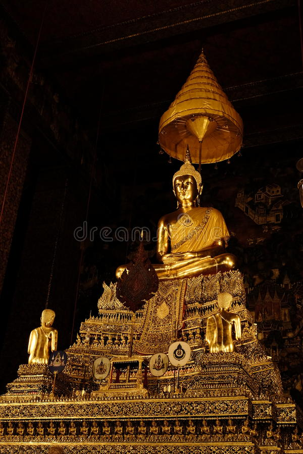 Buddhabild (den Phra Buddha Deva Patimakorn) i Wat Pho royaltyfri bild