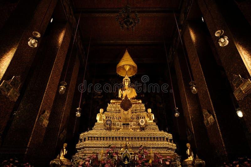 Buddhabild i (horisontal) Wat Pho, arkivfoton