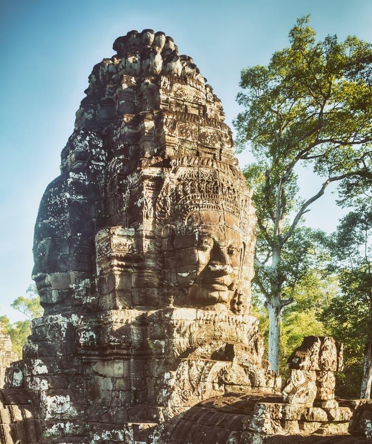 Buddhaframsidor i den Bayon templet i Angkor Thom för den cambodia för angkoren skördar banteay lotuses laken siemsreytempelet ca royaltyfri bild