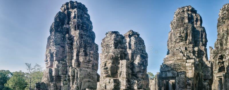 Buddhaframsidor i den Bayon templet i Angkor Thom för den cambodia för angkoren skördar banteay lotuses laken siemsreytempelet ca arkivfoto