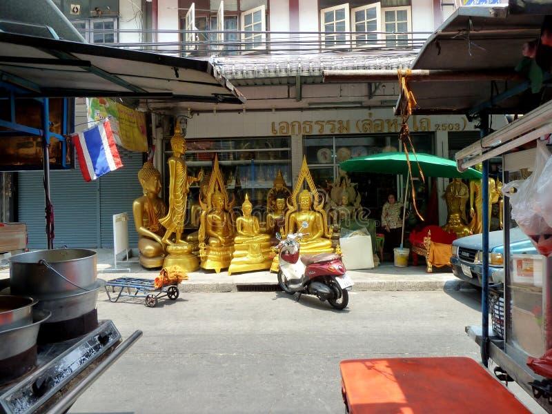 Buddhagr?nd i Bangkok, Thailand arkivbild