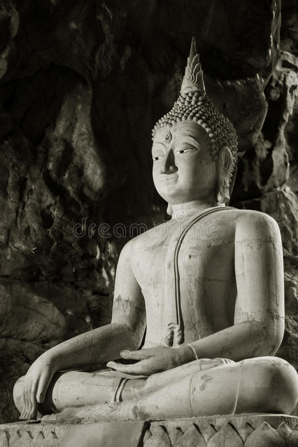 Buddhagrotta royaltyfri foto