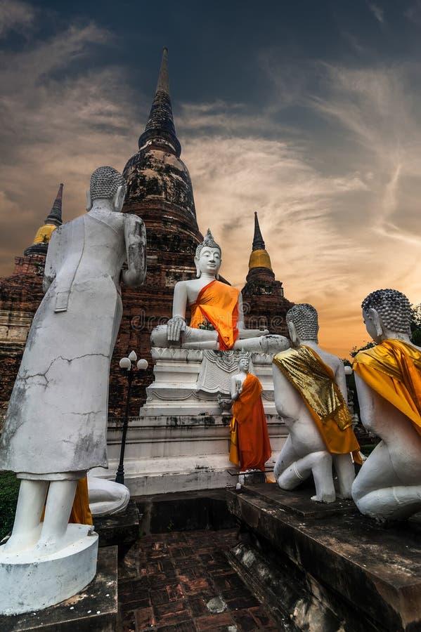 Buddhas au temple de Wat Yai Chai Mongkhon Ayutthaya, Thaïlande photos libres de droits