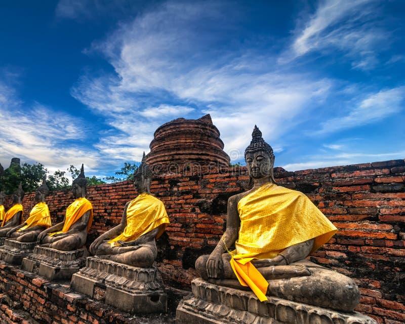 Download Buddhas Bij Wat Yai Chai Mongkhon-tempel. Ayutthaya, Thailand Stock Foto - Afbeelding bestaande uit art, pagoda: 39102526