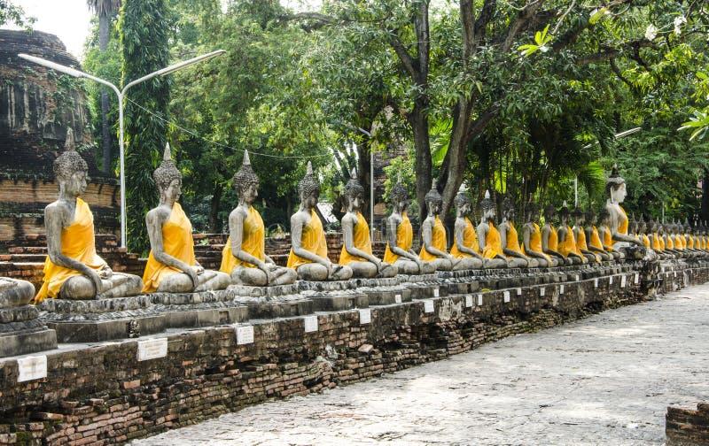 Buddhas bilder på Wat Yai Chai Mongkol, Ayutthaya royaltyfria foton