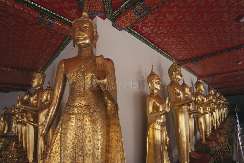 Buddhas 1000 dans le temple de Wat Po image stock
