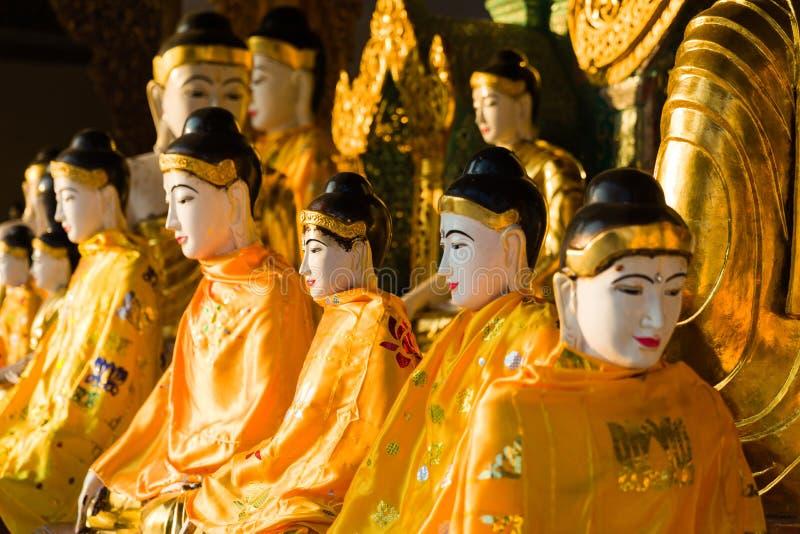 Buddhas in de gouden Shwedagon-pagode in Yangon of Rangoon, Myanmar royalty-vrije stock foto