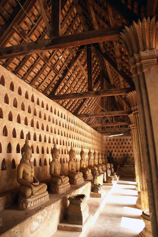 Buddhas e tetto fotografia stock