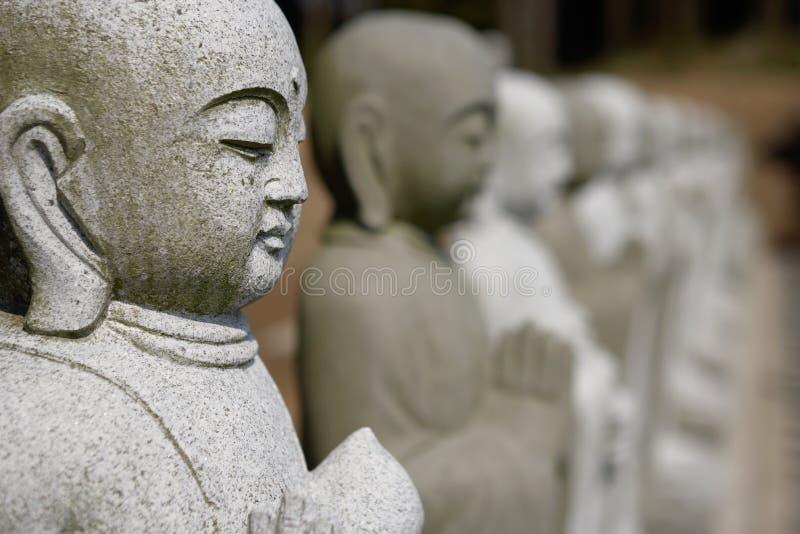 Buddhas en una fila fotografía de archivo