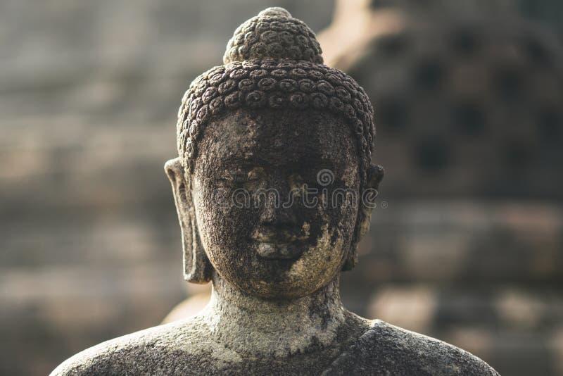 Buddhas Kopf an Borobudur-Tempel auf Java in Indonesien lizenzfreies stockfoto
