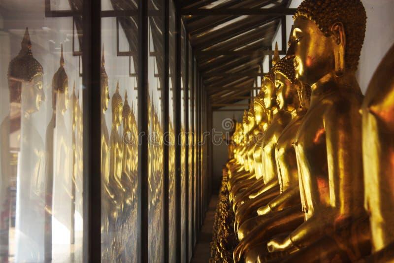 Or Buddhas, Thaïlande photo libre de droits