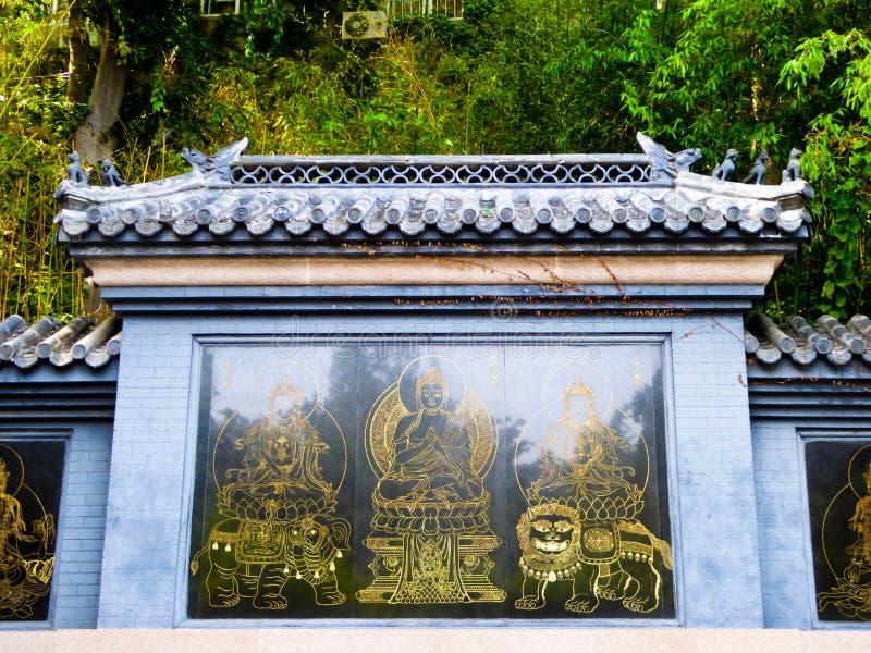Buddhaspeleologi på väggen royaltyfri foto
