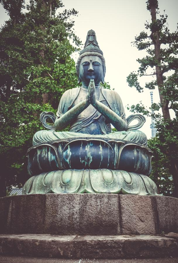 Buddhastaty i den Senso-ji templet, Tokyo, Japan royaltyfri fotografi