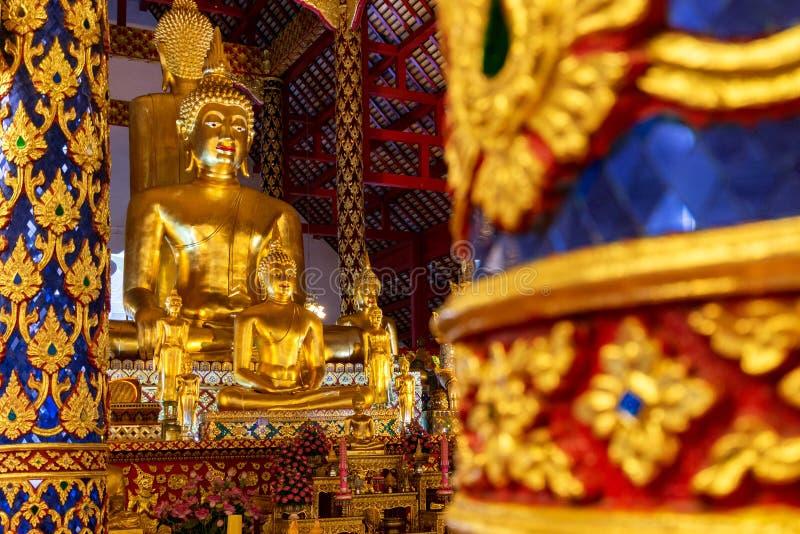 Buddhastaty i suan dok för wat royaltyfri bild