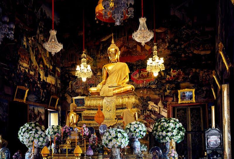 Buddhastaty i tempel av Bangkok arkivbilder