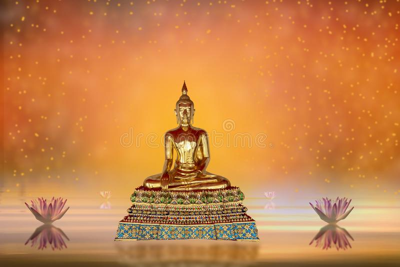 Buddhastaty i vattendammet och lotusblommablommor på orange färger för abstrakt bakgrund royaltyfri bild