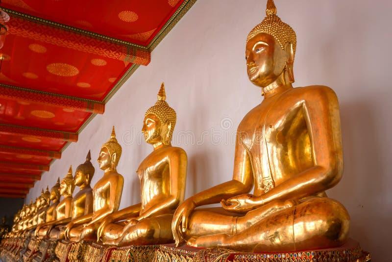Buddhastaty i Wat Pho (den Pho templet) i Bangkok royaltyfria foton