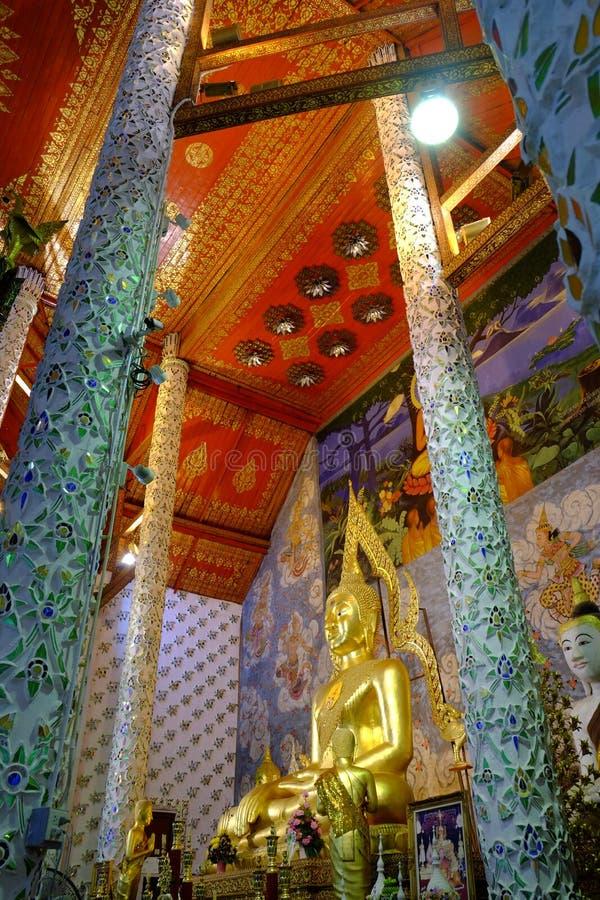 Buddhastaty i Wat Phrathat Chohae fotografering för bildbyråer